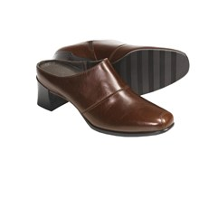 munro-american-renee-clogs-leather-for-women-in-saddle-brown~p~4051v_01~220.3